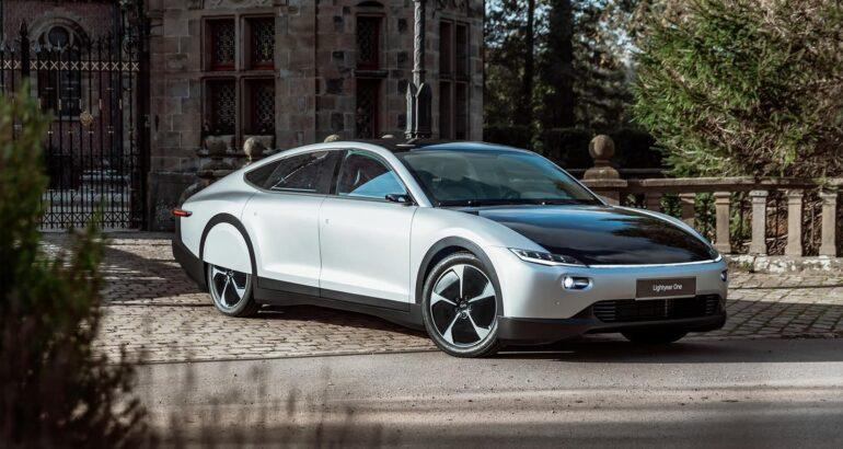 Primer vehículo eléctrico solar con una autonomía de 725 km
